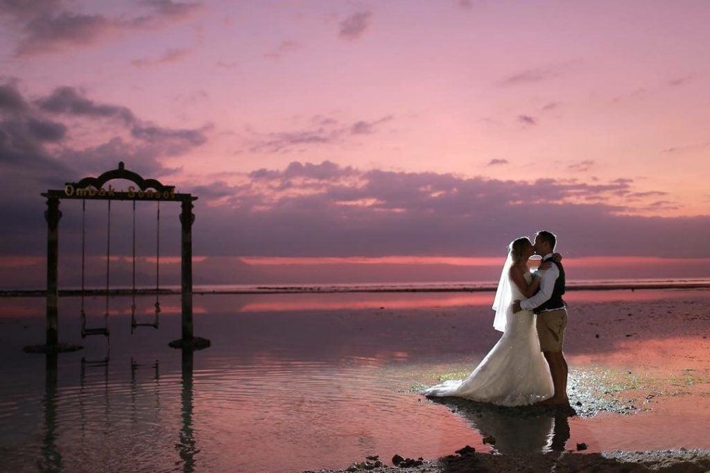 Penginapan mewah Htepi pantai Hotel Ombak Sunset Lombok