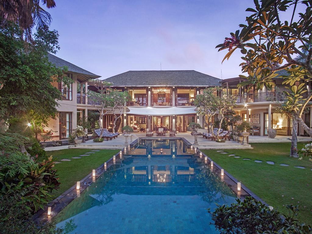 Honeymoon di Villa Avalon Canggu Beach Bali