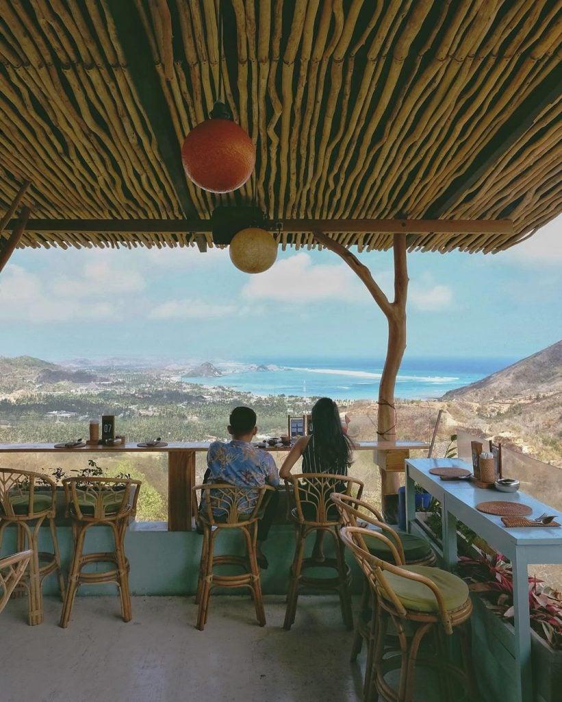 ASHTARI - Restaurant Lounge Yoga Loft (Kisaran Harga Rp35.000,00-Rp105.000,00)