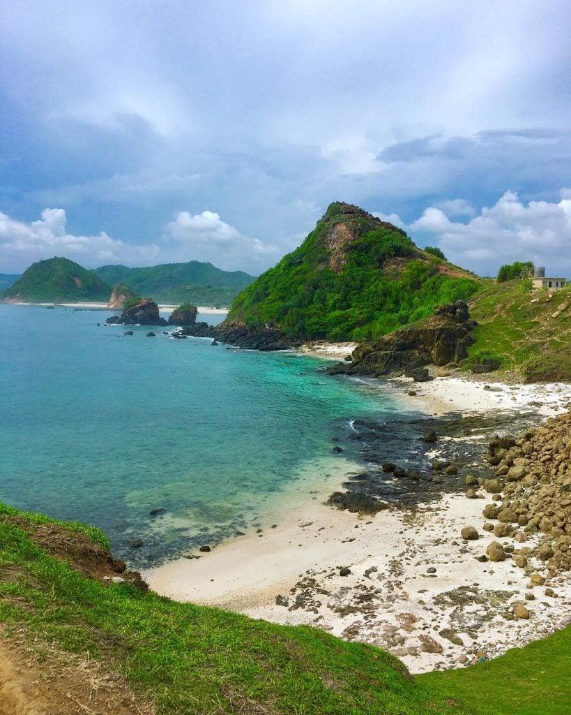 Pantai Seger, Pantai di Lombok dengan Pemandangan yang Bikin Seger