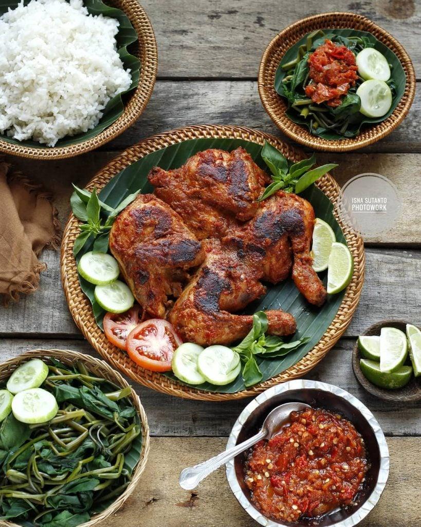 Mencicipi Kuliner Ayam Taliwang dan Plecing Kangkung khas Lombok yang Pedas