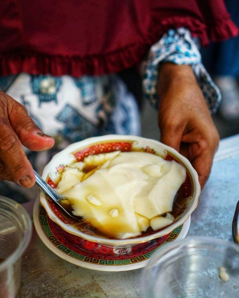 Wedang Tahu, Kuliner Lembut Nan Menghangatkan Tubuh di Musim Hujan