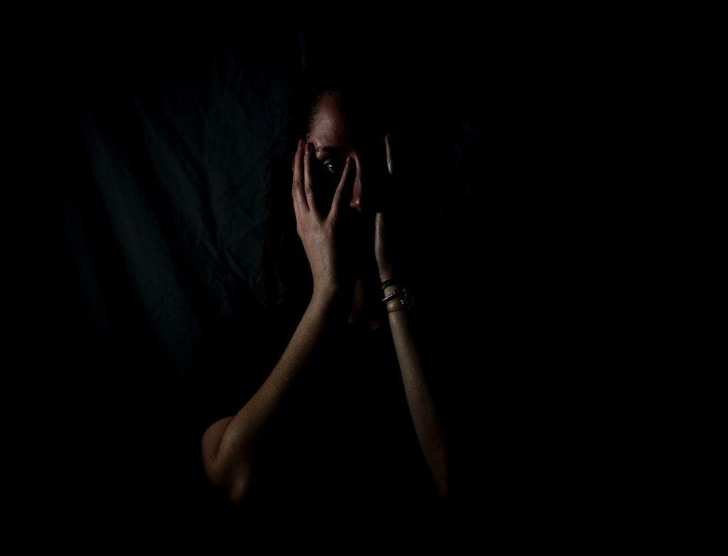 Kurangi perasaan cemburu dan takut pasangan selingkuh