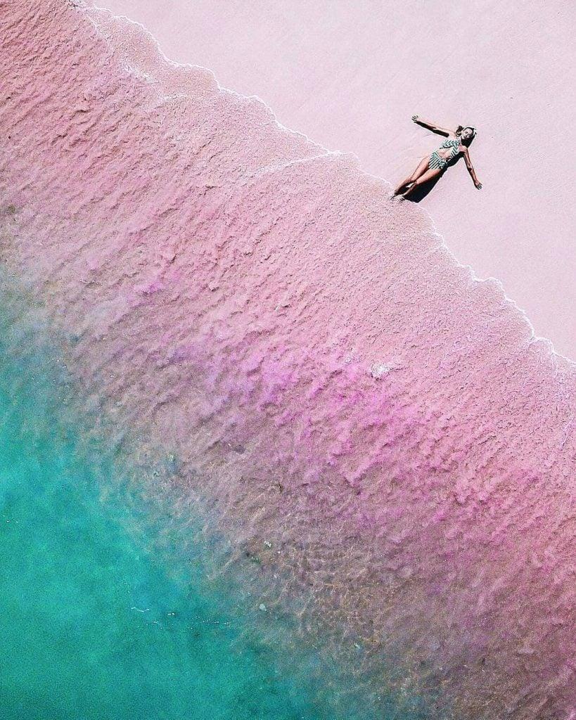 Pantai Tangsi (Pantai Pink/Pink Beach), Pantai Pasir Pink Cantik di Lombok