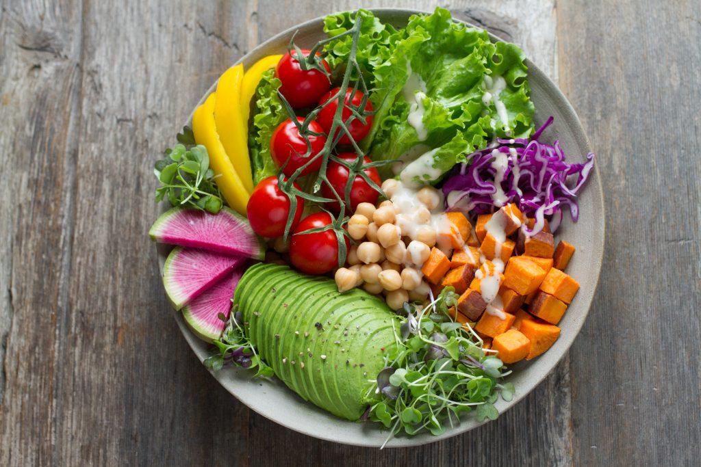 Penuhi kebutuhan gizi dan nutrisi saat traveling