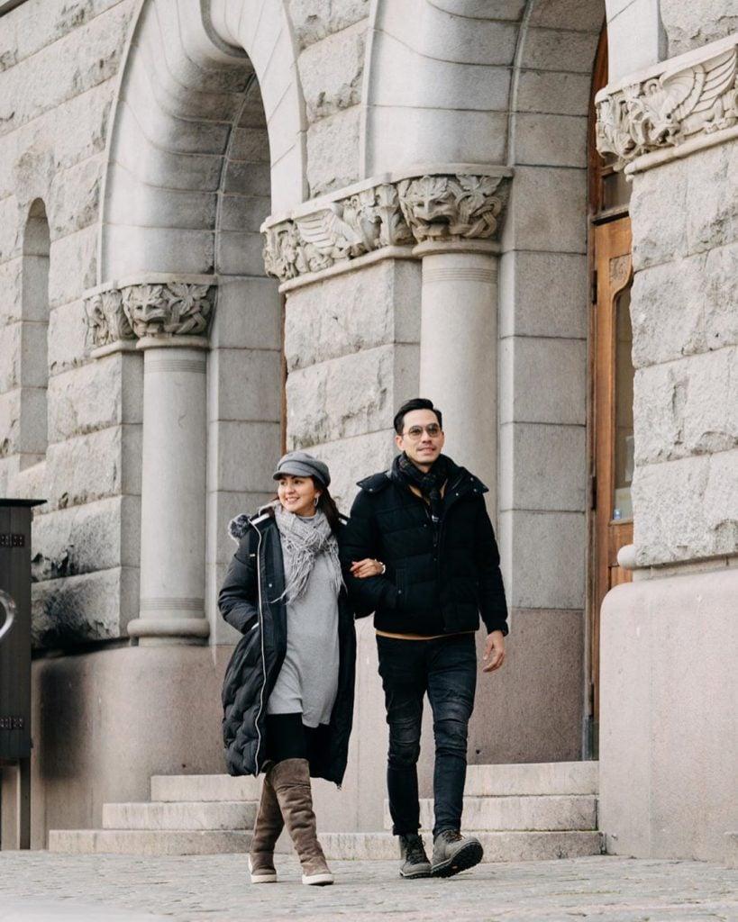 Inspirasi Fashion Couple Style yang cocok untuk Traveling