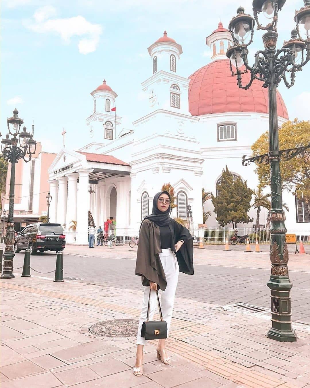 Inspirasi Outfit Traveling untuk Hijabers