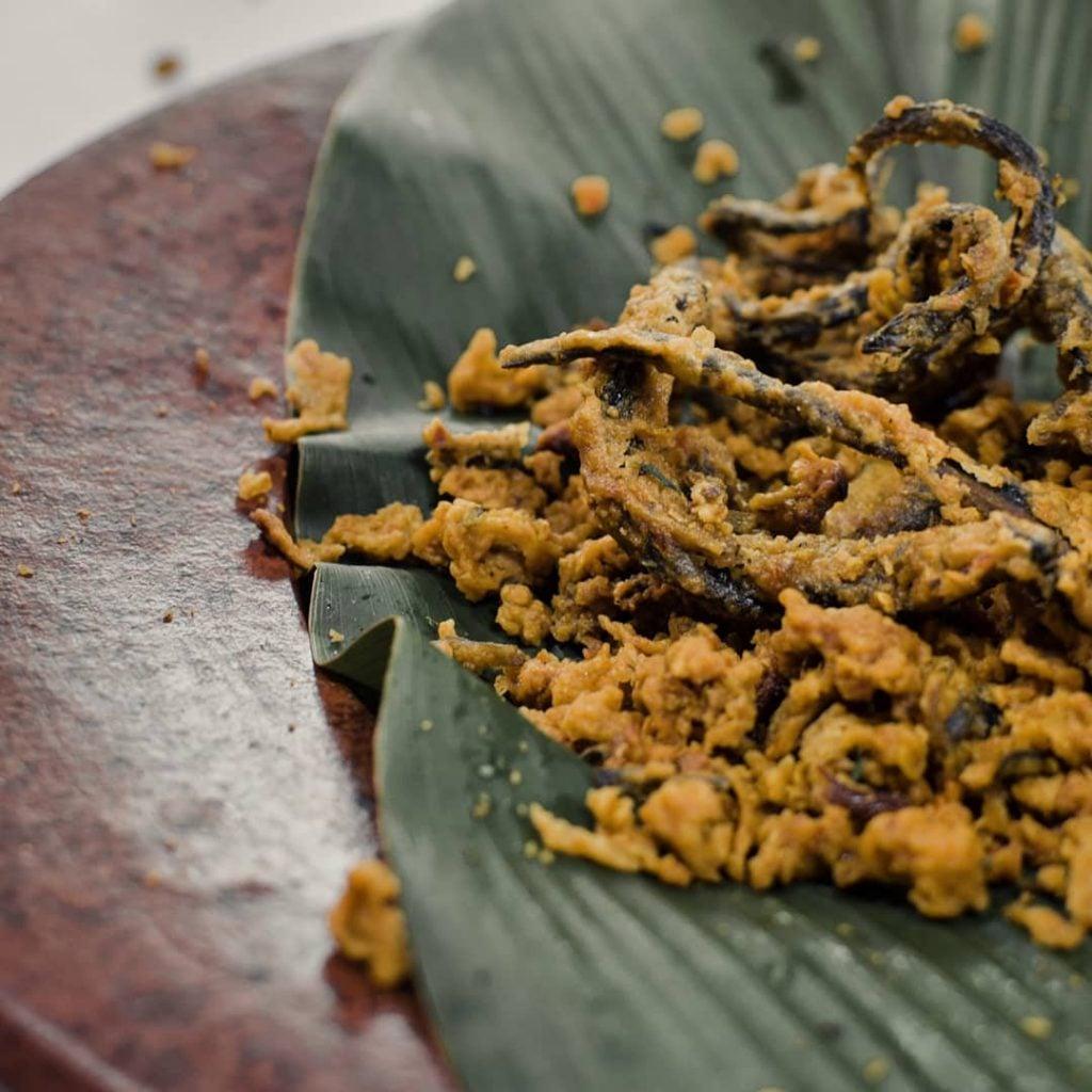 Keripik Welut/Belut, Renyah, Garing, dan Cocok untuk Lauk