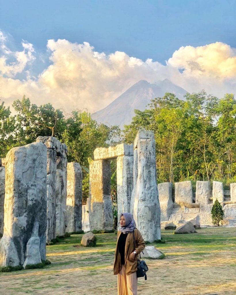 Stonehenge Merapi Jogja, Replika Stonehenge Inggris dengan Pemandangan Gunung Merapi ala Jogja