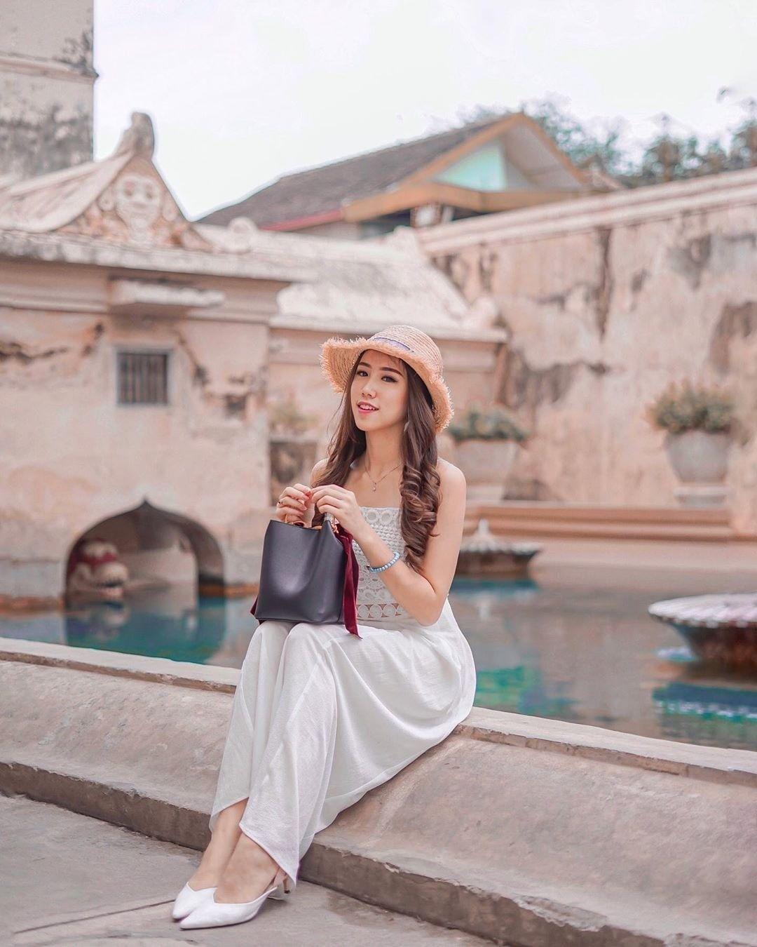 Rekomendasi Style Fashion Traveling untuk Perempuan