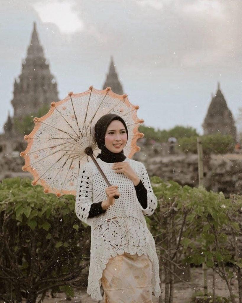 Setiap hijabers pasti ingin tampil anggun termasuk saat traveling.