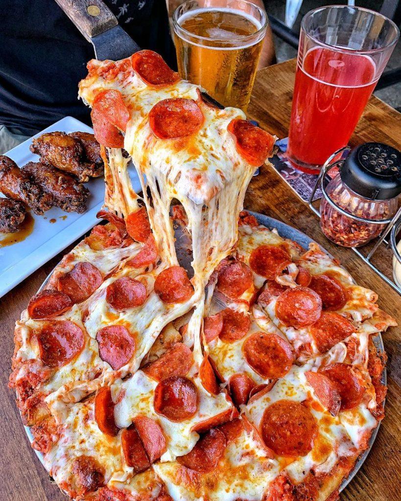 Pizza, Cemilan yang Cocok sebagai Teman Work from Home