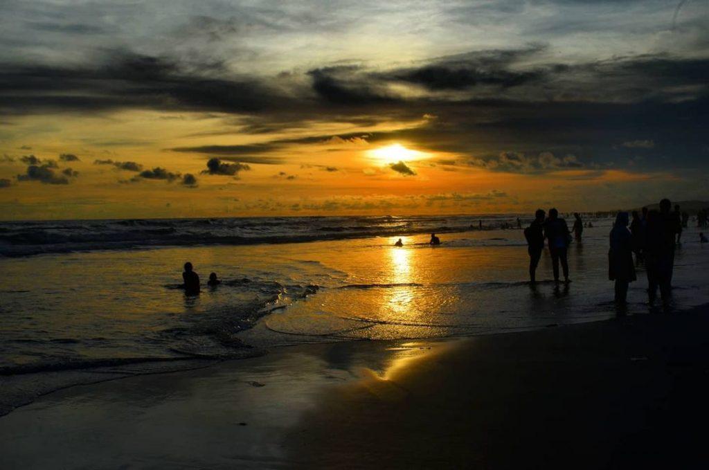 Menikmati Pantai Parangtritis yang Super Legendaris