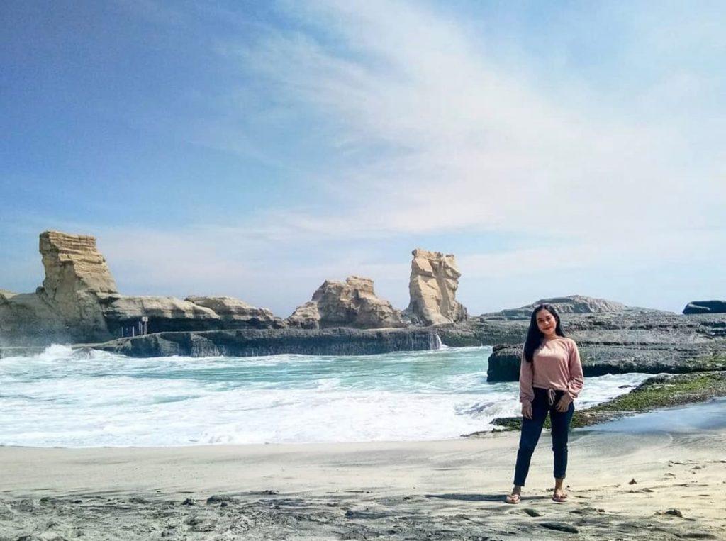 Pantai Klayar Pacitan yang Keindahannya Tak Terbayar